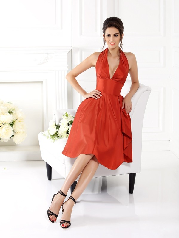 A-Line/Princess Halter Sleeveless Short Taffeta Bridesmaid Dresses