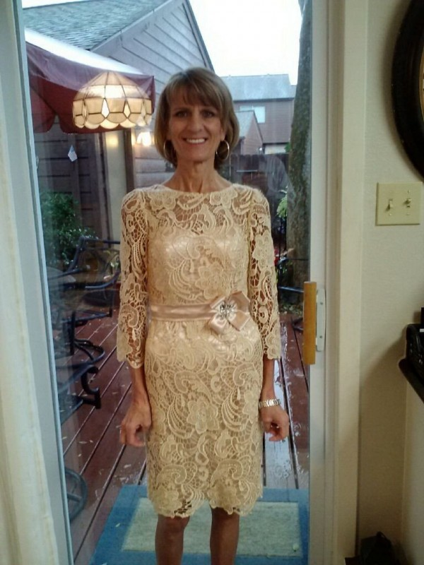 Sheath Sheer Neck 3/4 Sleeves Lace Knee-Length Lace Mother Of The Bride Dresses