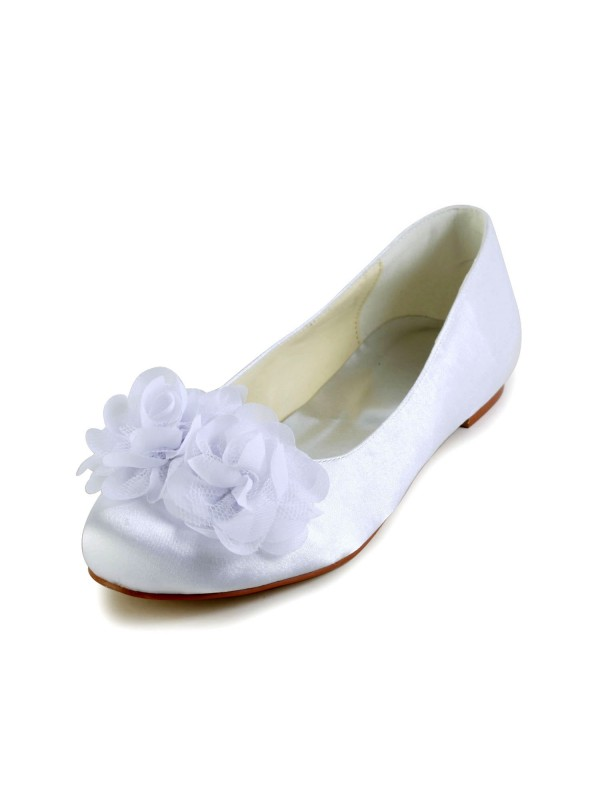 Women's Satin Flat Heel Closed Toe Flats White Wedding Shoes With Satin Flower
