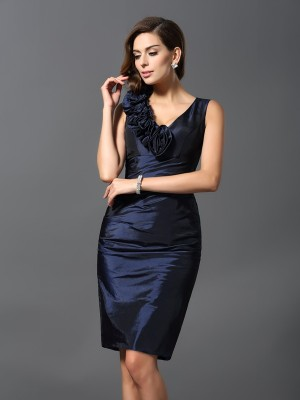Sheath/Column V-neck Hand-Made Flower Sleeveless Short Taffeta Cocktail Dresses