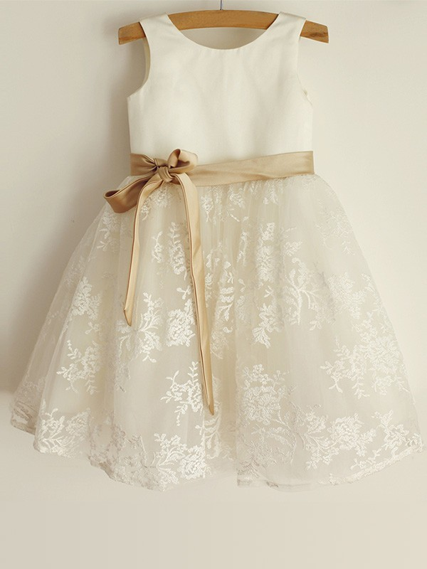 A-Line/Princess Scoop Lace Satin Knee-Length Flower Girl Dresses