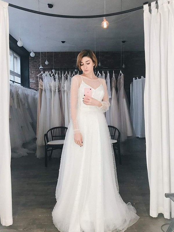 A-Line Scoop Long Sleeves Sweep/Brush Train Tulle Beading Wedding Dresses
