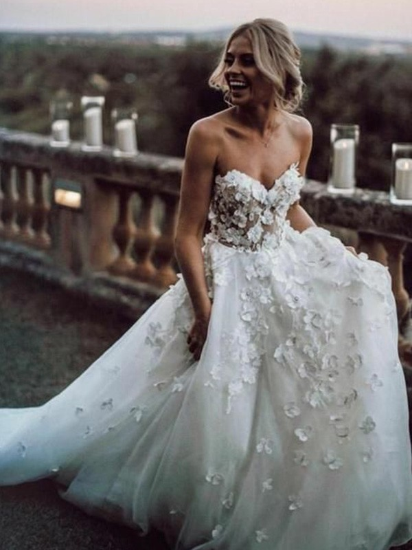 A-Line Sleeveless Sweetheart Court Train Tulle Applique Wedding Dresses