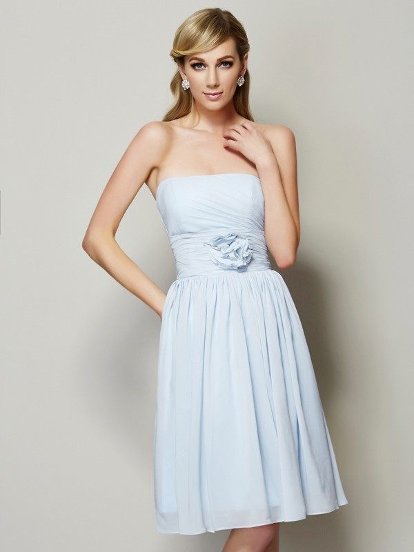 A-Line/Princess Strapless Sleeveless Hand-Made Flower Short Chiffon Bridesmaid Dresses