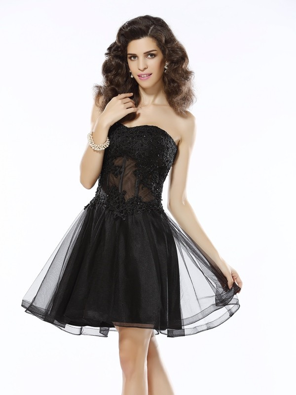 A-Line/Princess Sweetheart Applique Sleeveless Short Satin Cocktail Dresses