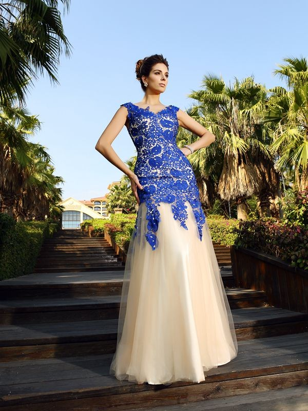 Sheath/Column V-neck Applique Sleeveless Long Net Dresses