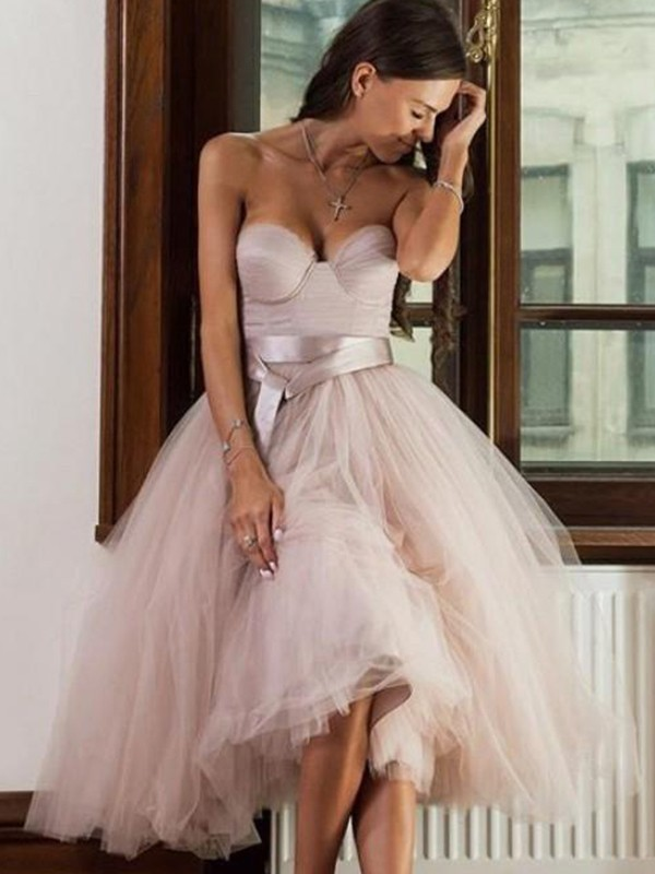 A-Line/Princess Tulle Sash/Ribbon/Belt Sweetheart Tea-Length Dresses