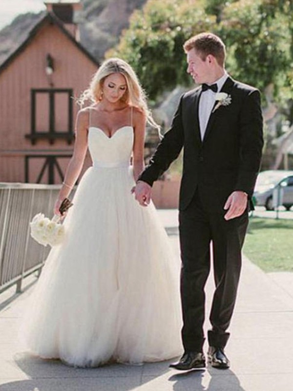 Ball Gown Sweetheart Sweep/Brush Train Sleeveless Tulle Wedding Dress
