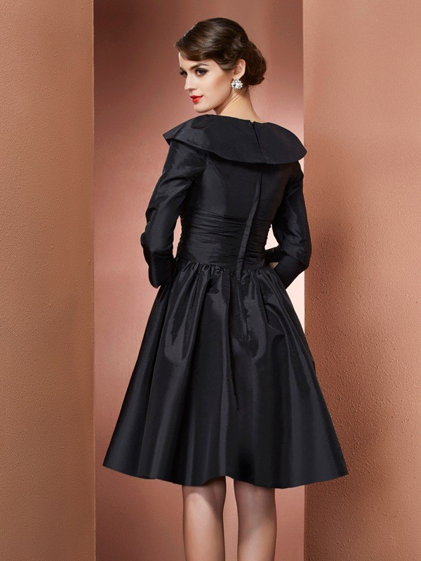 A-Line/Princess V-neck 3/4 Sleeves Short Taffeta Mother of the Bride Dresses