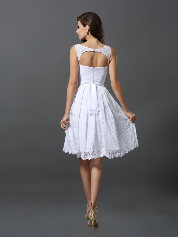 A-Line/Princess Scoop Sleeveless Short Lace Bridesmaid Dresses