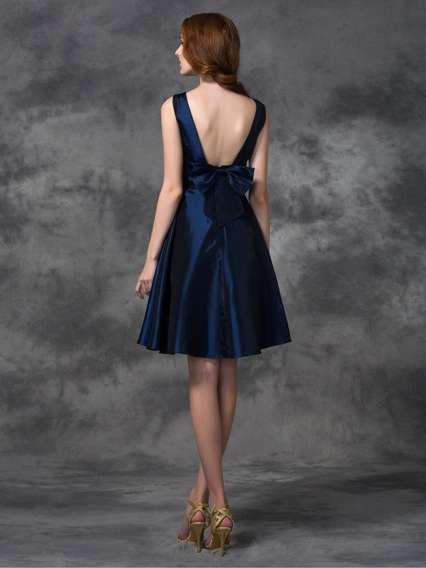 A-line/Princess Scoop Sleeveless Short Taffeta Bridesmaid Dresses