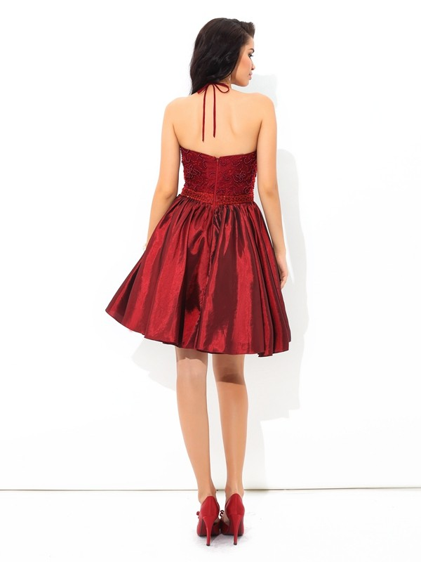 A-Line/Princess Halter Beading Sleeveless Short Taffeta Cocktail Dresses