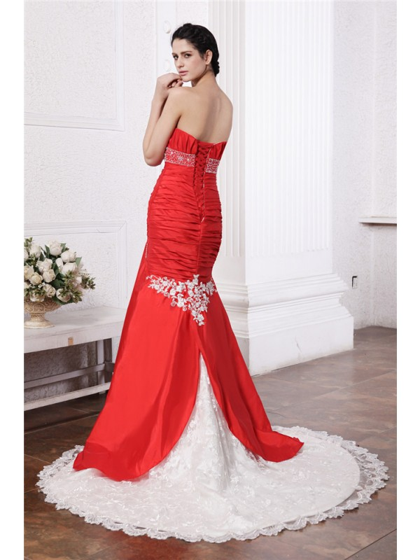 Trumpet/Mermaid Strapless Sleeveless Beading Lace Applique Long Taffeta Wedding Dresses